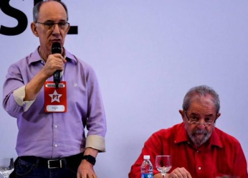 65940373_The-president-of-the-Workers-Party-PT-Rui-Falcao-L-and-former-Brazilian-president-Luiz-Inac-488x350.jpg
